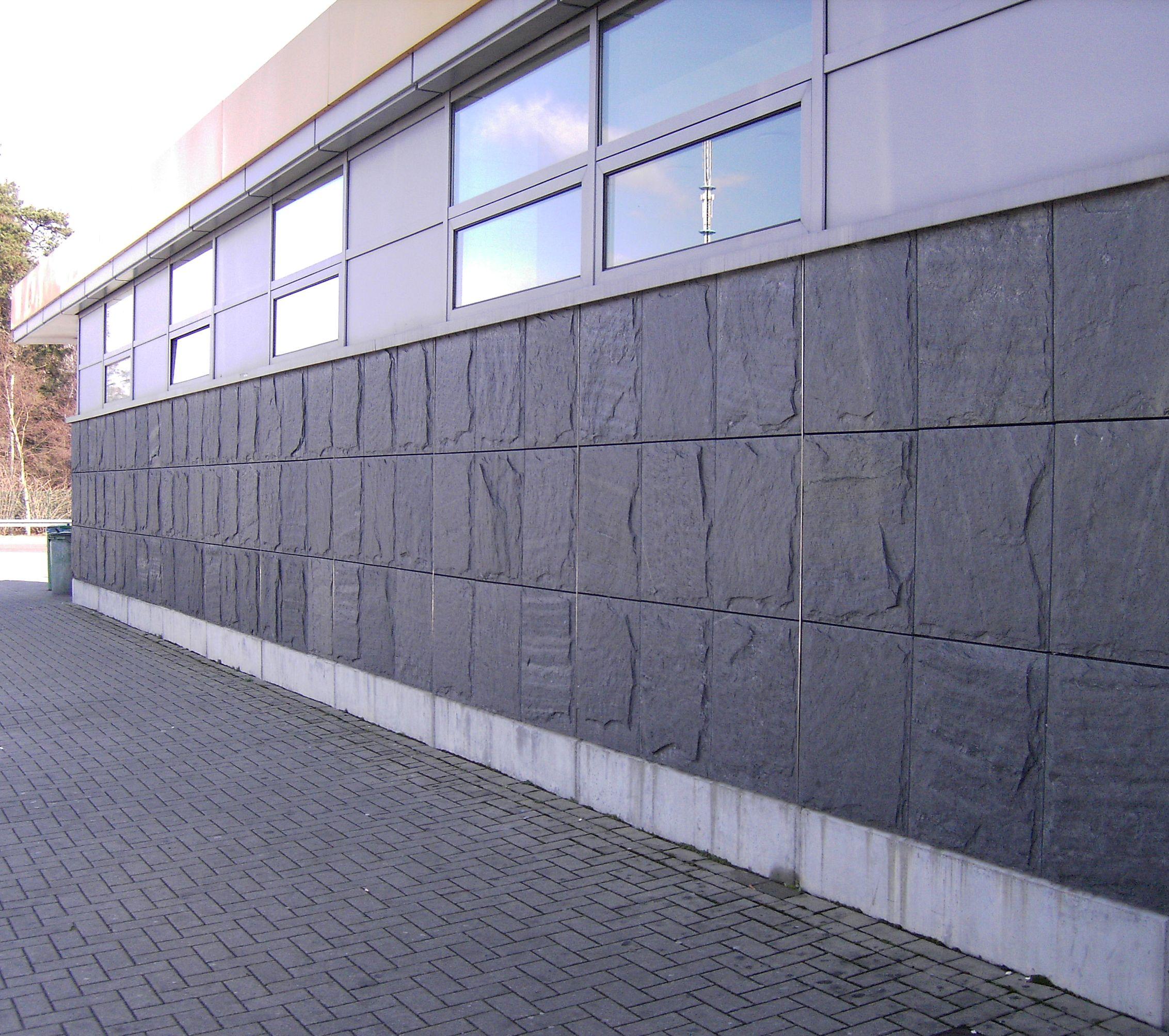"""Fassadenplatten """"gespalten & bossiert"""""""