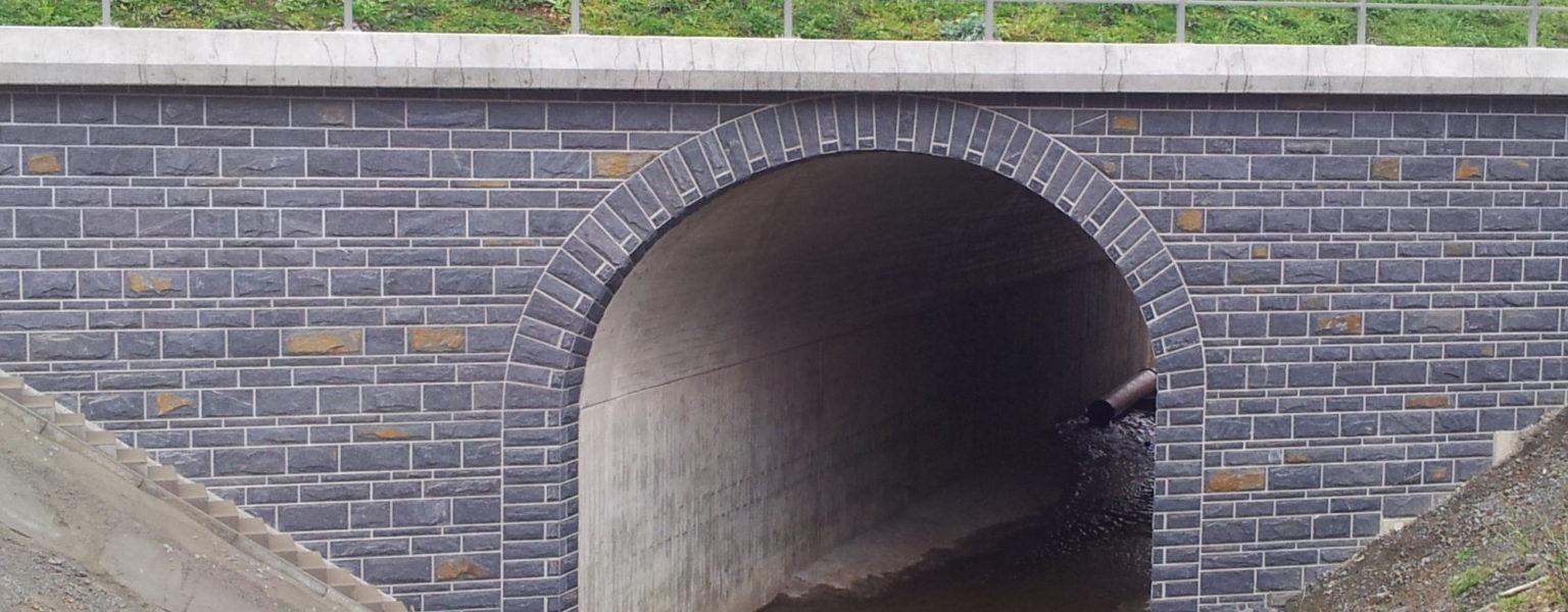 """Schleiz-Görkwitz, BAB A 9, Brücke BW 154a - Schichtenmauerwerk """"gespalten & bossiert"""""""