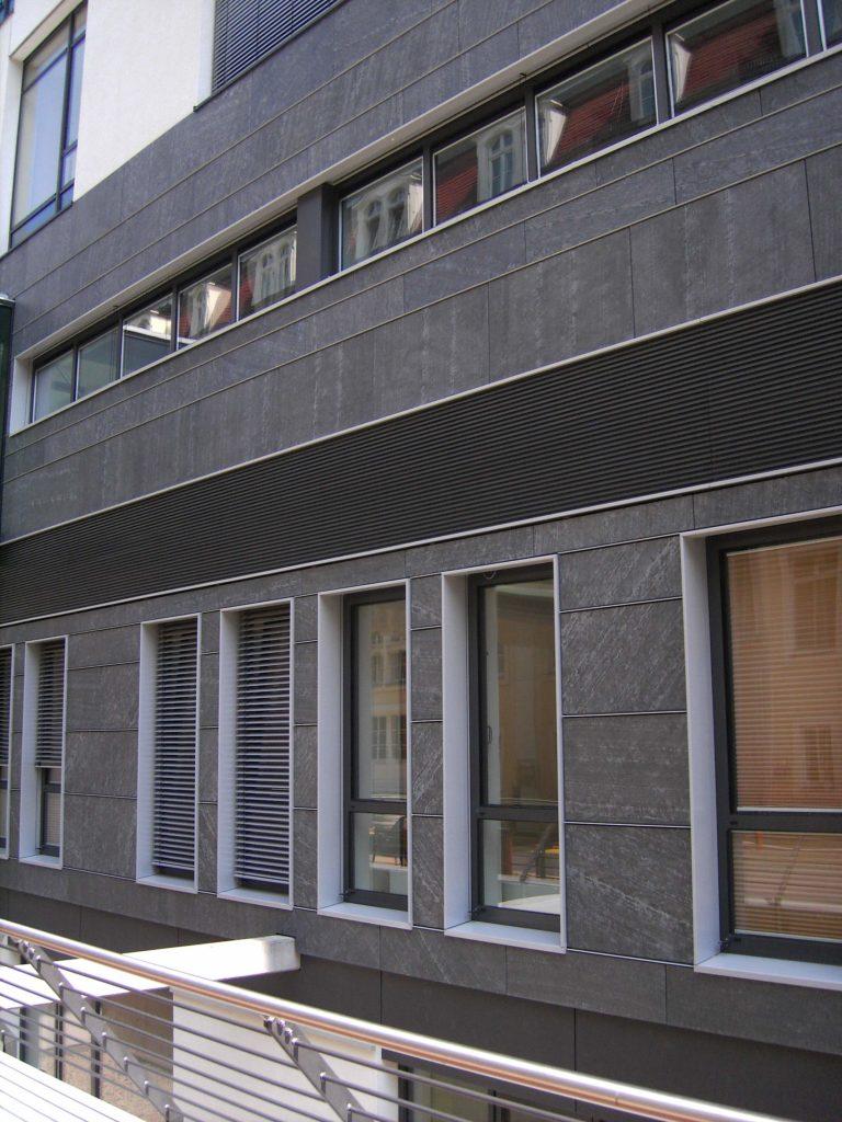 "Dresden, Krankenhaus Friedrichstadt - Fassadenplatten ""diamantgeschliffen"""
