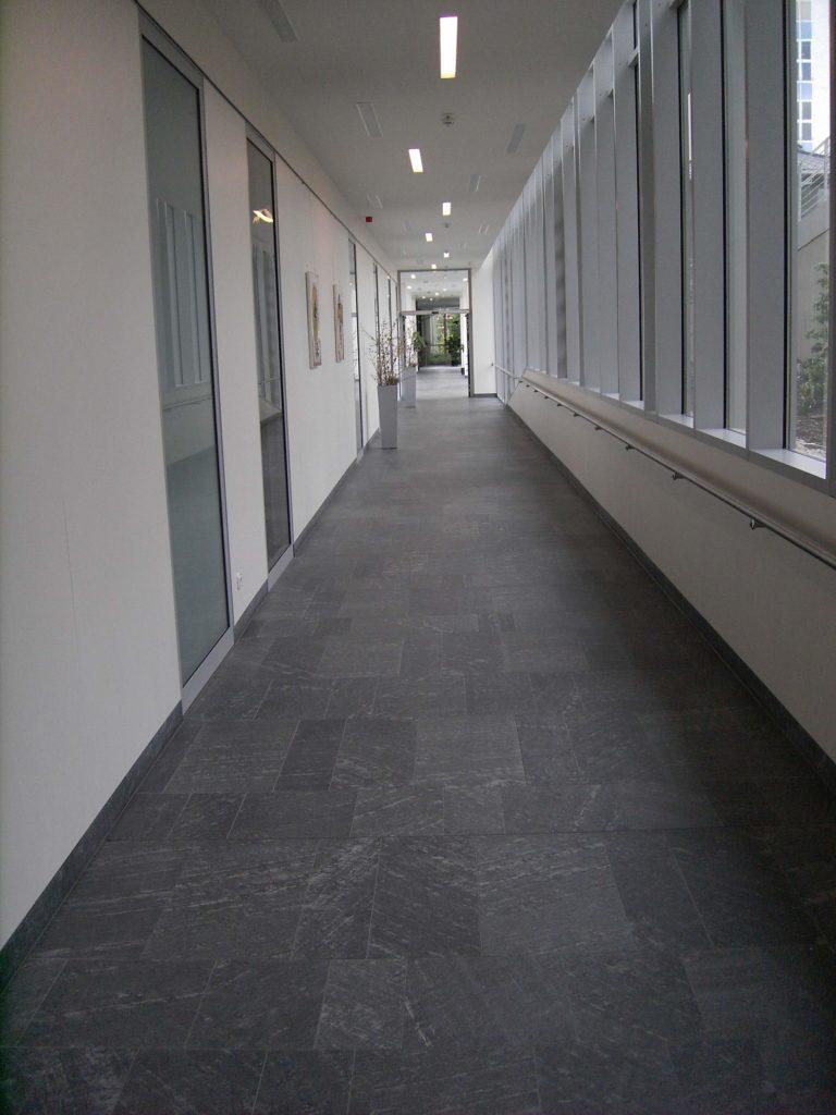 """Glauchau, Rudolf Virchow Klinikum - Bodenplatten """"diamantgeschliffen"""""""