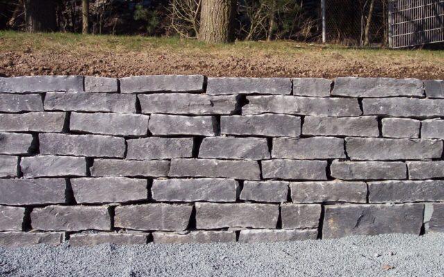 Geknacktes Mauerwerk (Schichthöhe 10 bis 20 cm)