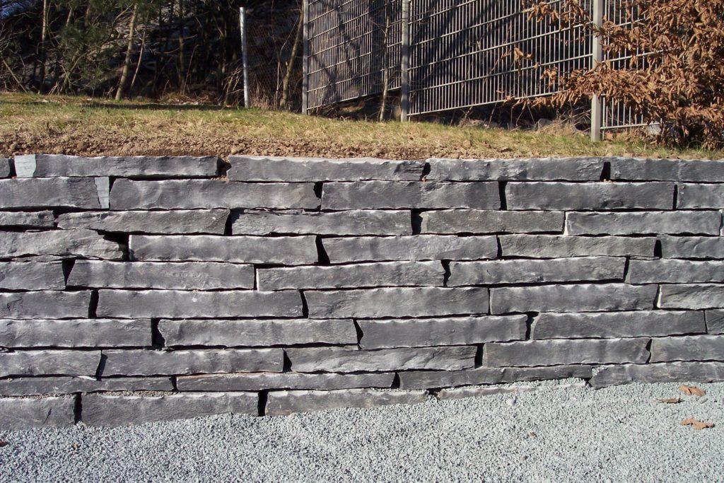 Geknacktes Mauerwerk (Schichthöhe bis 10 cm)