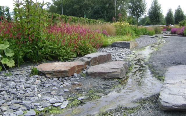 """Gießen, Landesgartenschau 2014 - Wasserlaufsteine und Ziersteine """"gebrochen"""""""