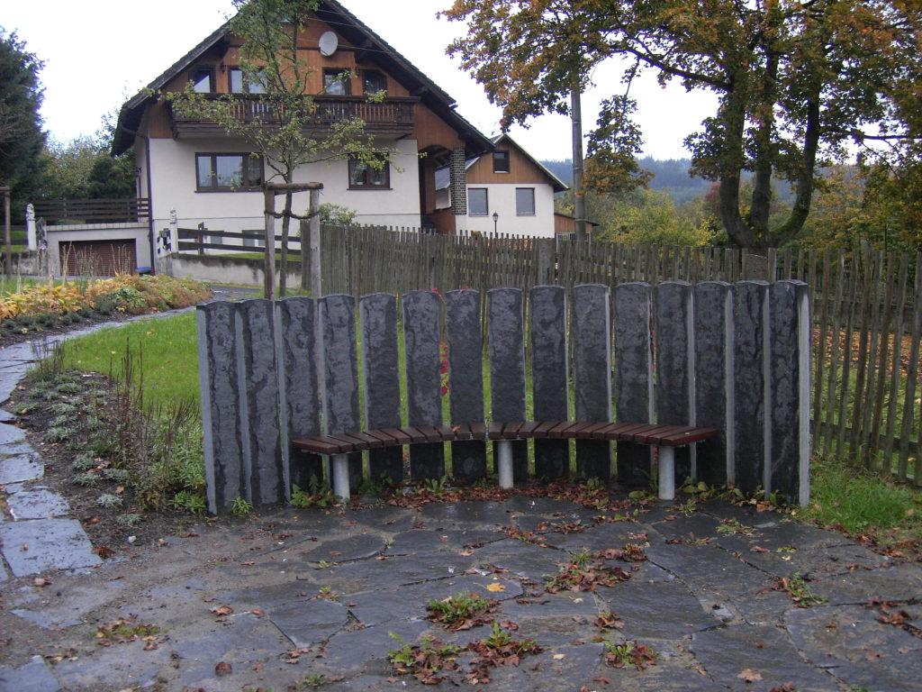 Herschdorf, Dorfplatz - Gartensäulen