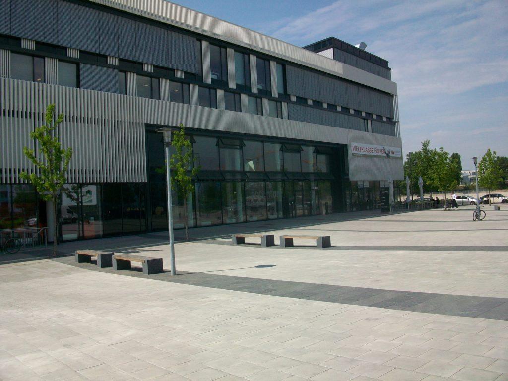 München, Parkstadt Schwabing - Bankfüße