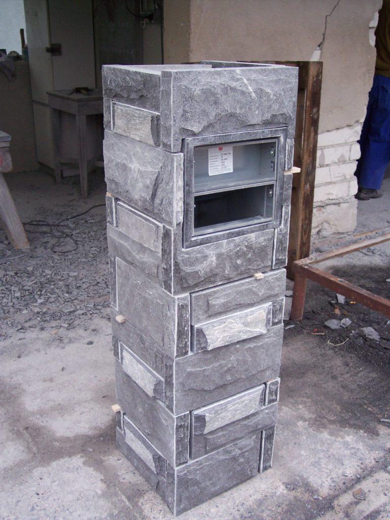 Pfeiler nach Versetzschema mit gestochenen* Köpfen und Ausarbeitung für Briefkasten
