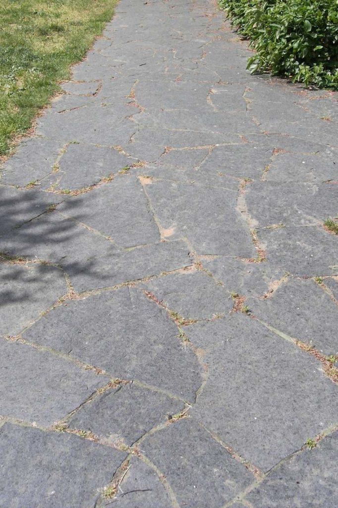 """Polygonale Wegeplatten """"gespalten"""""""
