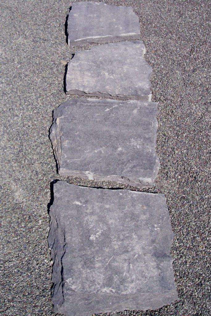 """Trittplatten """"gespalten"""" mit gebrochenen Kanten"""