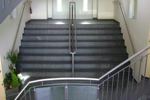 """Ahrensfelde, Rathaus - Stufen """"gebürstet"""""""