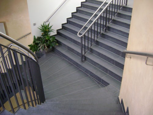 """Ahrensfelde, Rathaus - Bodenplatten, Stufen """"gebürstet"""""""