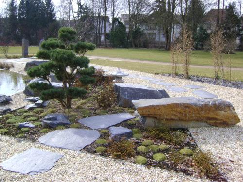Bad Pyrmont, Kurpark - Polygonale Wegeplatten, Stelen