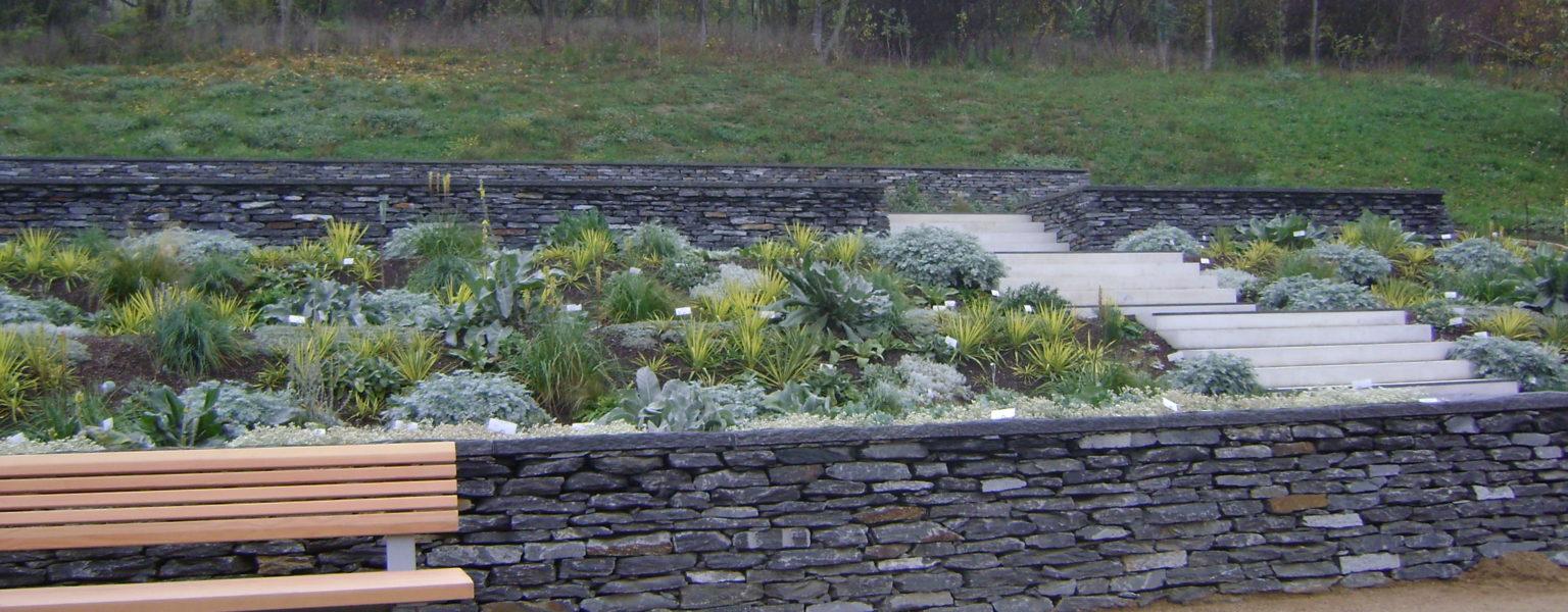 """Berlin, Internationale Gartenausstellung 2017 - Trockenmauerwerk """"kleinformatig"""", Abdeckplatten """"gespalten & bossiert"""""""