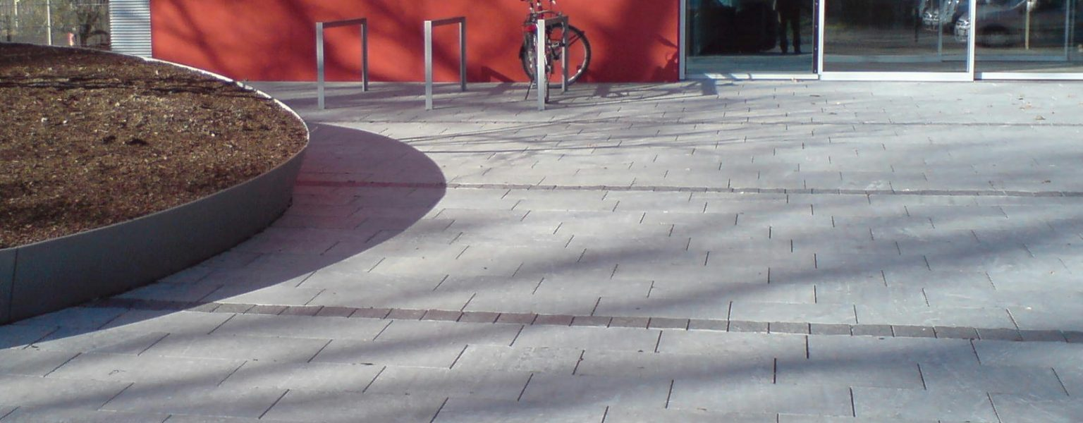"Dresden, Neubau Firmengebäude DMOS - Bodenplatten ""gesandelt"""