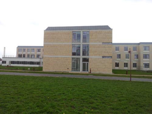 """Glauchau, """"Rudolf Virchow Klinikum"""" – Fassade aus """"Glasfaserbeton"""" und """"Cottaer Sandstein"""""""