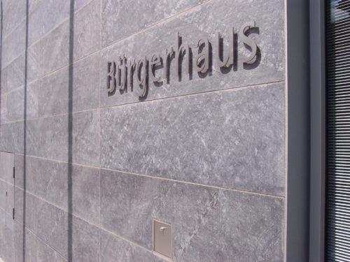 """Hallstadt, Bürgerhaus - Fassadenplatten """"gesandelt"""""""