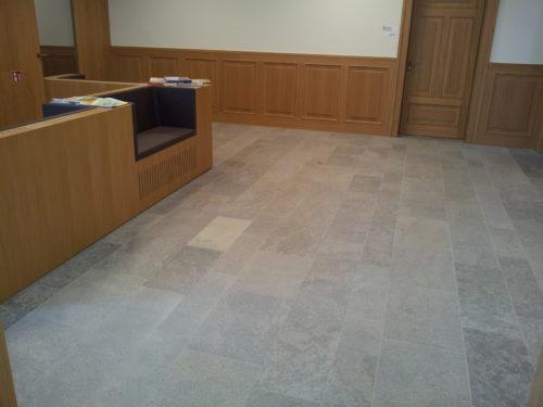 """Iphofen, Dienstleistungszentrum (DLZ) – Bodenplatten """"Kirchheimer Muschelkalk"""""""
