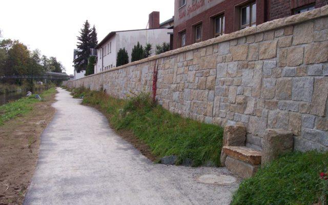 "Oberkotzau, Hochwasserschutz – ""Flossenbürger Granit"""