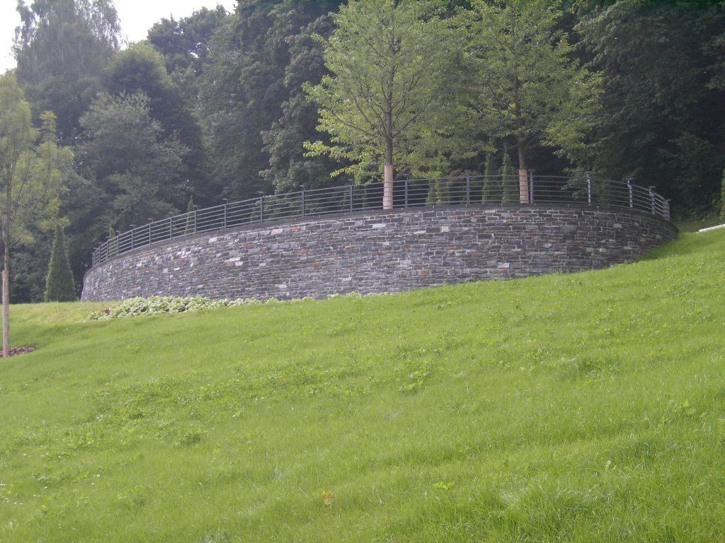"""Reichenbach, Landesgartenschau 2009 – Mauerwerk, Abdeckplatten """"Theumaer Fruchtschiefer"""""""
