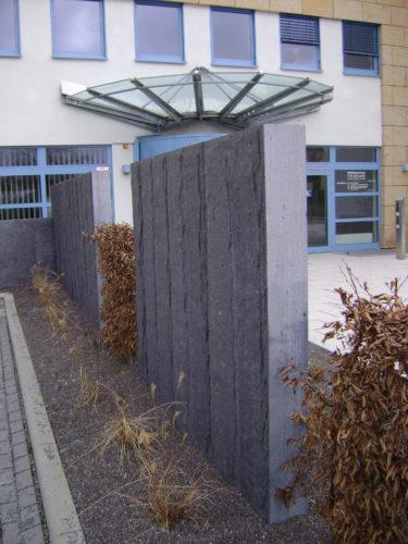 """Schleiz, Kreiskrankenhaus - Palisaden """"gespalten & bossiert"""""""