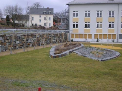 """Schleiz, Kreiskrankenhaus - Bruchsteinmauerwerk """"großformatig"""", Bruchsteinbänder"""