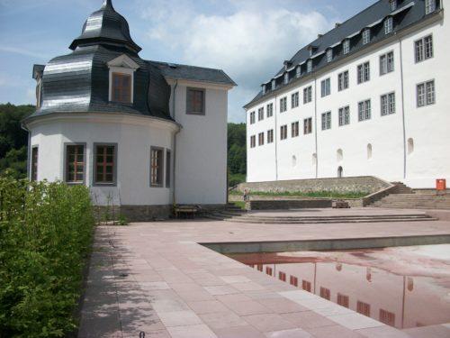 """Stolberg (Harz), Schloss, Erschließung Südterrasse – Natursteinplatten """"Weserhartsandstein rot"""""""
