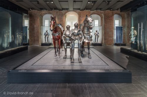 "Dresden, Residenzschloss, Rüstkammer in den Staatlichen Kunstsammlungen Dresden - Bodenplatten ""gebürstet"", Bild: ©David-Brandt.de, ©SKD"