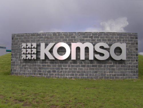 Hartmannsdorf, KOMSA Kommunikation Sachsen AG - Geknacktes Mauerwerk