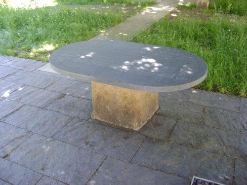 """Lutherstadt Wittenberg, Melanchthonhaus – Tischplatte """"geflammt"""", Bodenplatten """"gespalten"""""""