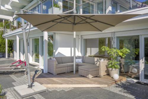 """Taunus, Hanggarten - Bodenplatten """"geflammt"""", Bild: www.huf-haus.com"""